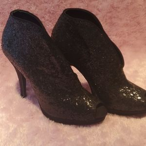 Glitter colored heels, black with grey reflection